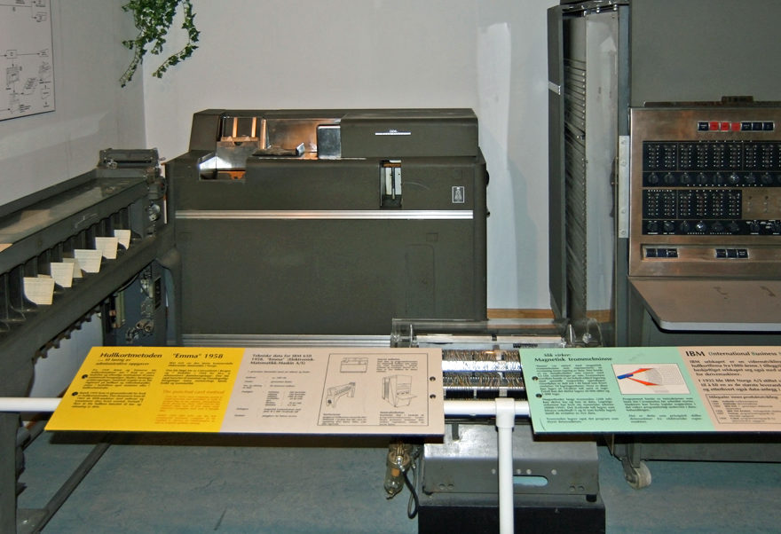 "IBM 650, la machine qui inspira l'invention du mot ""ordinateur"""